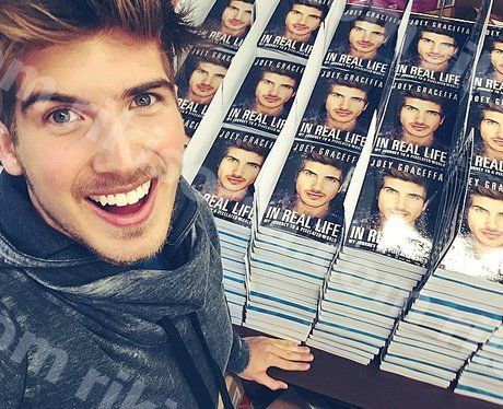 9 пъти Joey Graceffa СОБСТВЕН Instagram